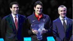 """Роджър Федерер получи наградата """"Любимец на публиката"""", предоставена от Ricoh на финалите ATP World Tour.com в Лондон"""